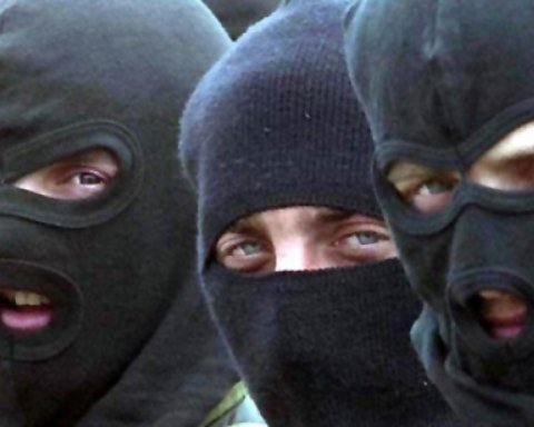 В Киеве трое мужчин ограбили ломбард и застрелили охранника: эксклюзивные фото