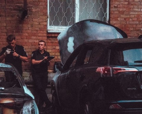 Трехлетний ребенок едва не задохнулся из-за возгорания авто в Киеве