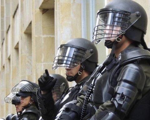 """Українські патріоти влаштували """"бунт"""" під управлінням Нацполіції через напад на активістку"""
