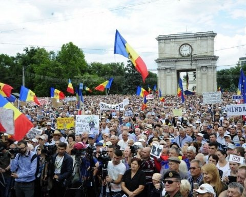 В центре столицы посреди ночи разогнали «Майдан»