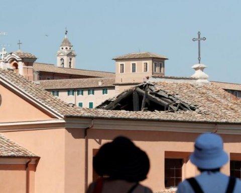На відомому курорті обвалилася стародавня церква: кадри з місця НП