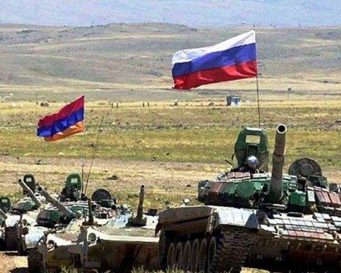 Росія стягнула танки до кордону України: нове фото