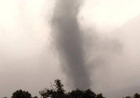 В Харькове пронесся смерч: кадры погодной аномалии