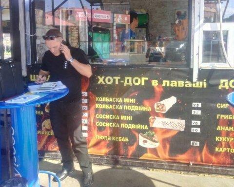 В Киеве провели рейд по точкам с шаурмой: десятки нарушений