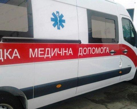 Жахлива подія у Києві: людина скотилася в річку на машині