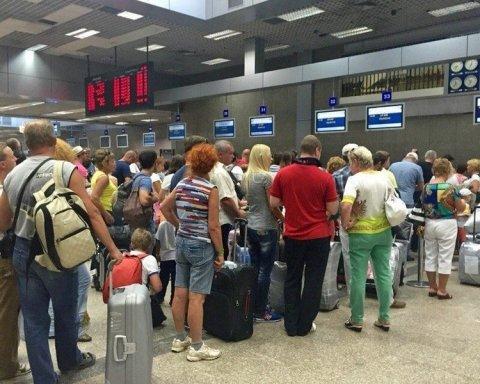 Сотни украинских туристов застряли в Европе: ждать возвращения придется неделю