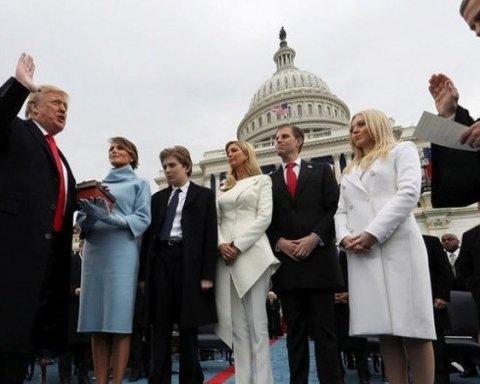 Трамп прирівняв власну книгу до Біблії
