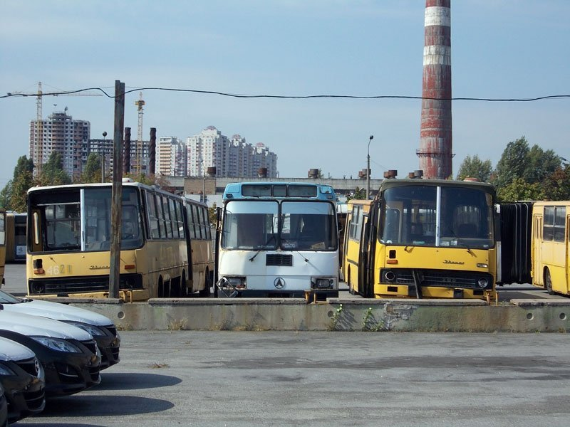 Небезпека на українських дорогах: третина автобусів не має права виходити на маршрут