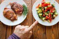 Чому не можна їсти м'ясо курки: медики пояснили смертельну небезпеку
