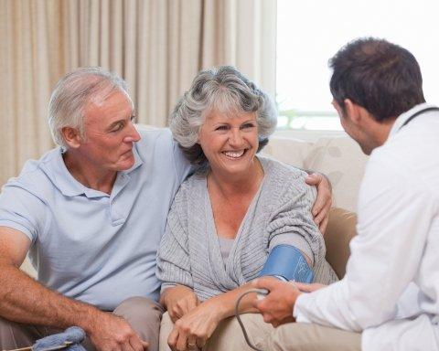 Медики массово отказываются выезжать к пациентам на дом: названа причина