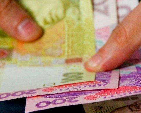 Стало известно, на что украинцы тратят 90% зарплаты