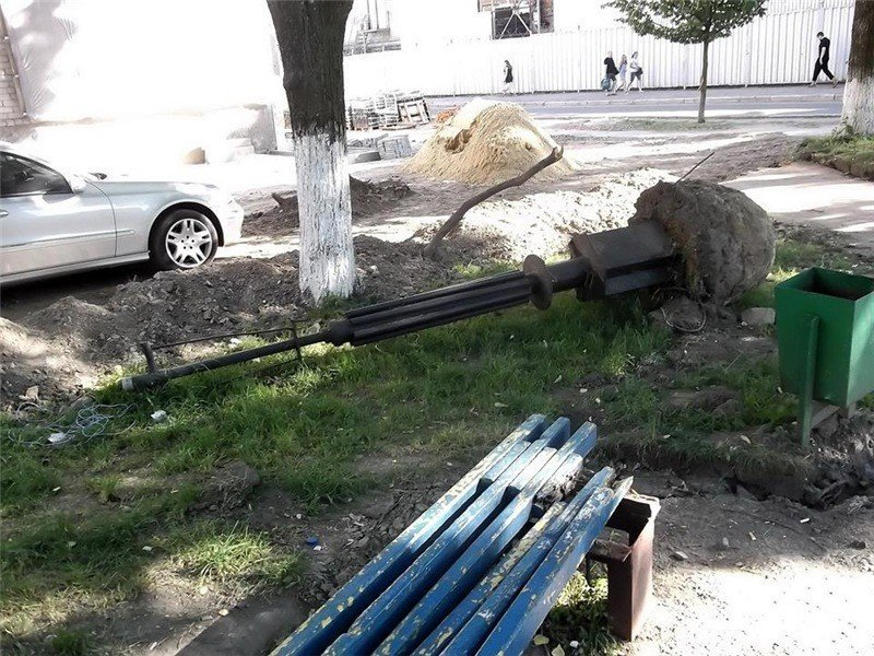 Нічого святого: АТБ розбомбило сквер пам'яті загиблих шахтарів під свою стоянку – розслідування