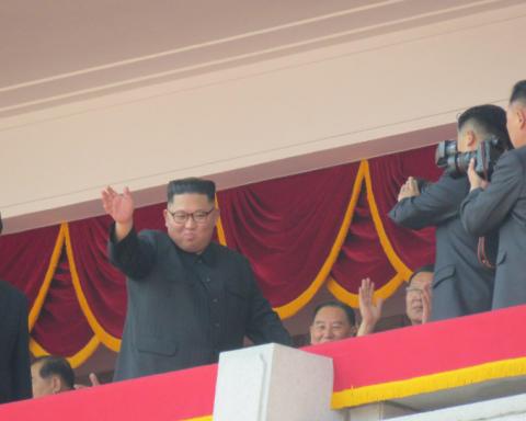 В КНДР прошел военный парад: Ким Чен Ын не показал самое главное