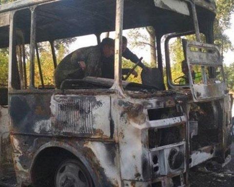На Сумщині загорівся автобус з дітьми: моторошні фото з місця інциденту