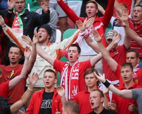 Белорусские фанаты исполнили известную украинскую песню «про москалей»