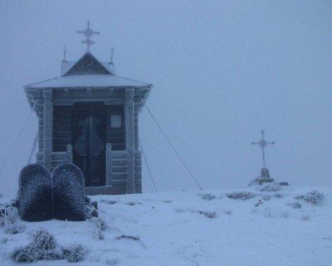 Українські Карпати засипало снігом: вражаючі фото