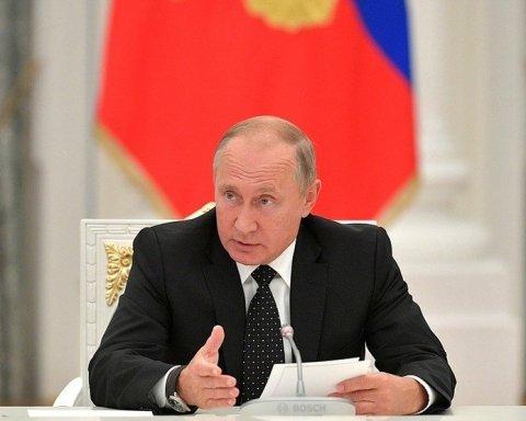 Путін побачив жінку і зменшився у розмірах: цікаве фото