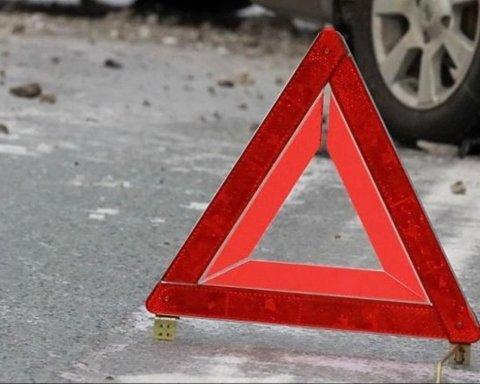 Жуткое ДТП в Киеве: авто вспыхнуло после столкновения, водитель в шаге от смерти