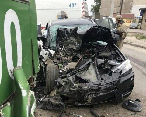 Моторошна ДТП у Харкові: елітне авто протаранило маршрутку, багато постраждалих