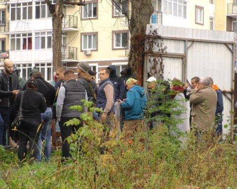 »Титушки» устроили бойню с копами под Киевом