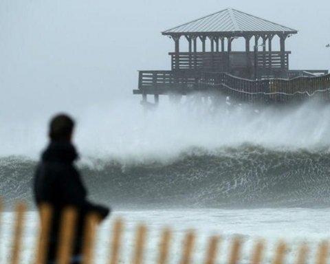 Мощный ураган «Флоренс» атакует США: кадры последствий