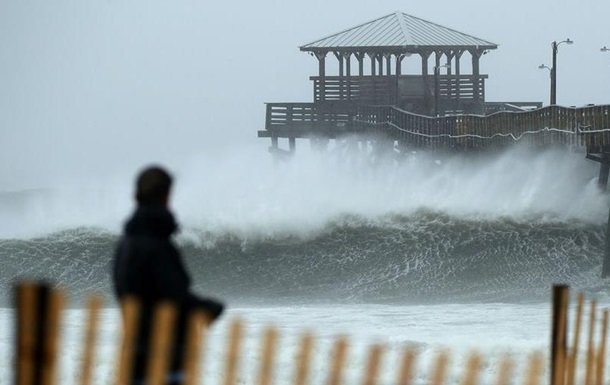 """Потужний ураган """"Флоренс"""" атакує США: кадри наслідків"""