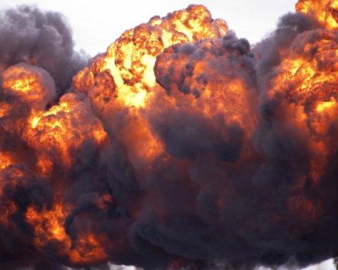 На газопроводе произошли взрывы: повреждены дома, много пострадавших