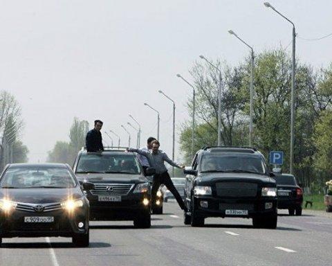 Постріли і руйнування машин: у мережу потрапило відео з чеченського весілля