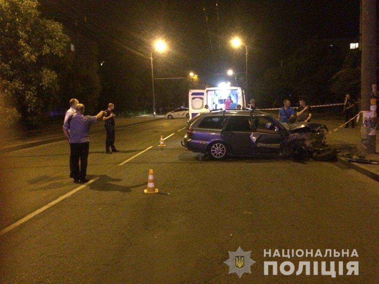 У Рівному п'яний водій з гранатою тікав від копів та потрапив в аварію