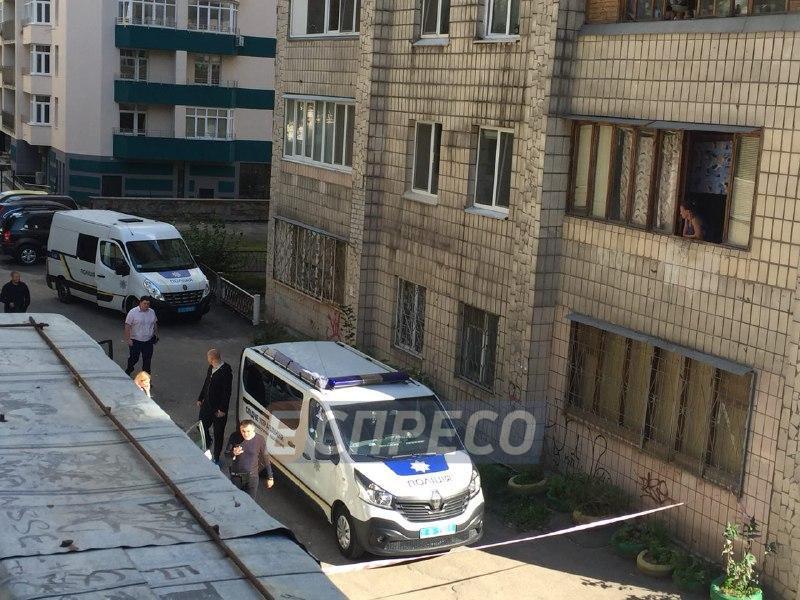 В Киеве бездомный нашел мертвого младенца в пакете: фото и видео