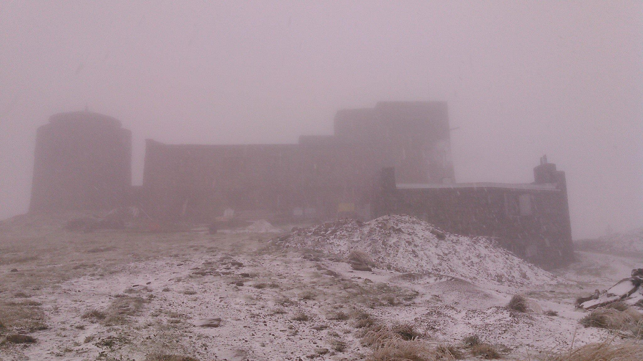 Украинские Карпаты засыпало снегом: впечатляющие фото