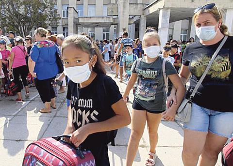 Химические выбросы в Крыму: из-под оккупированного полуострова сотнями вывозят детей