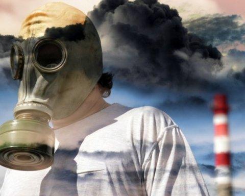 Лучше не дышать: возле Херсона зафиксировали выброс химикатов в воздухе