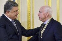 Прощание с Маккейном: Порошенко назвал сенатора героем Украины