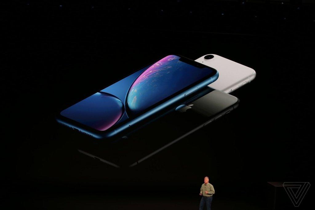 Презентували нові iPhone. Акції Apple стрімко здешевшали (фото, відео)