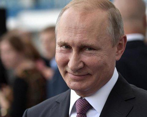 На фото Путина увидели странную и смешную вещь
