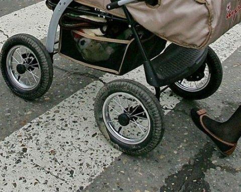 В Киеве чудом не произошло ДТП с ребенком и женщиной: интересные детали и фото