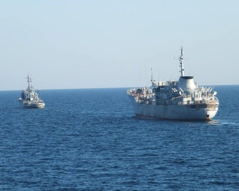 Як українські кораблі проходили путінський міст у Крим: нове відео