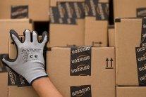 Amazon попал в громкий скандал из-за рождественских сувениров: фото позорных подарков