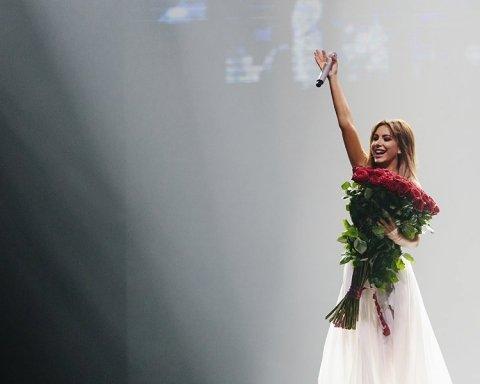 Ані Лорак знялася для «Блакитного вогника» в Росії: з'явилися фото