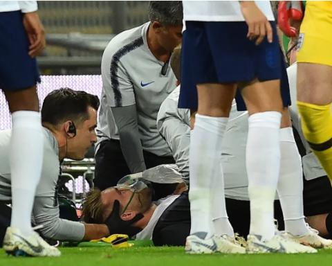 Лежал неподвижно: звездный футболист получил жуткую травму головы во время матча