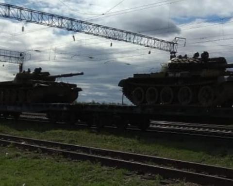 В России началась массовая переброска танков: появились фото