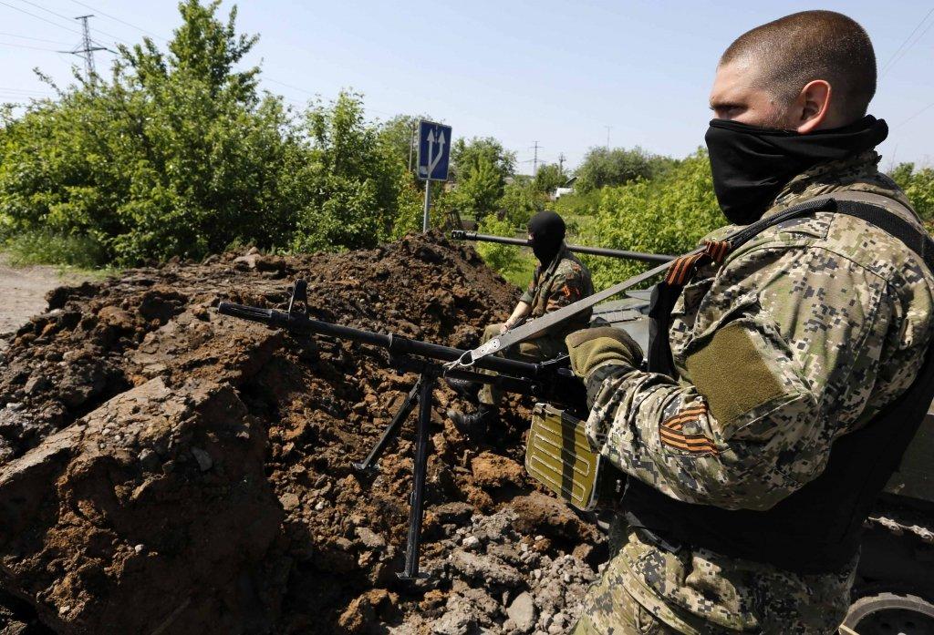 """Бойовики на Донбасі влаштували масові """"тренування"""" снайперів і розвідників – відео"""