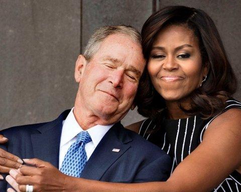 """На похороні Маккейна стався """"солодкий момент"""" за участю Буша та Обами"""