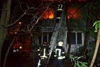 В Одесі посеред ночі спалахнув санаторій: кадри з місця НП