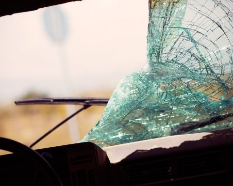 Врятувало диво: нові фото і деталі аварії з п'яним таксистом у Києві