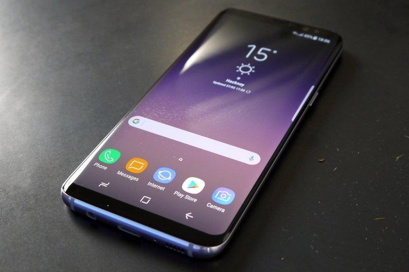 Samsung представил бюджетный смартфон с суперкамерой: фото