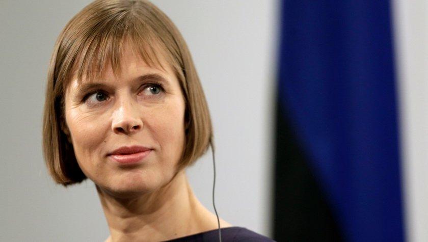 Президент Естонії приїхала в Україну прибирати сміття