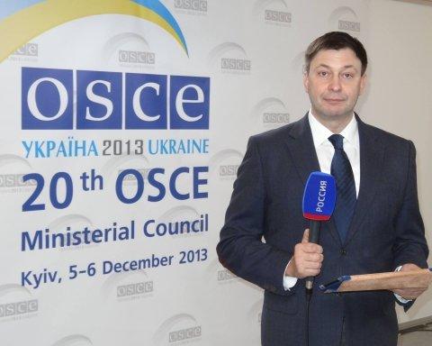 Скандальный журналист «РИА Новости» Кирилл Вышинский покинул зал суда: где он «скрывается»