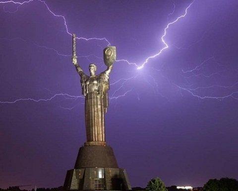 Киевлян предупредили об опасности, надвигается буря с грозой